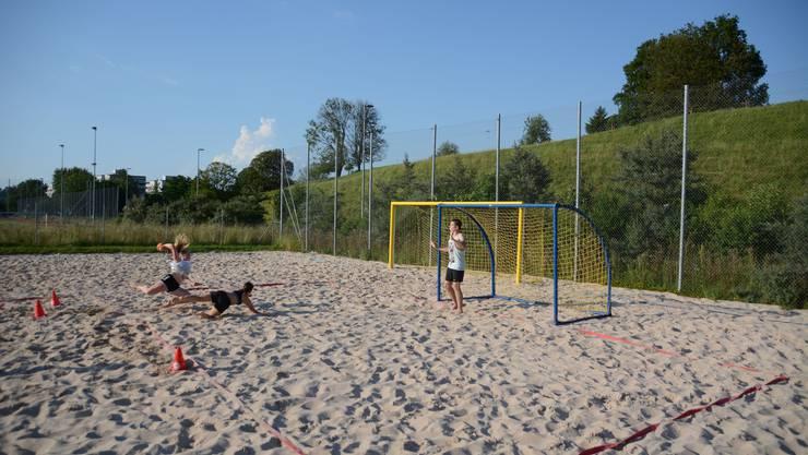 Alessandro Crippa gibt im Training alles – nicht nur an der Seitenlinie, sondern auch im Tor.