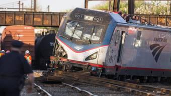 Amtrak - Schweres Zugunglück mit sieben Toten und mehr als 200 Verletzten in Philadelphia USA (13. Mai 2015)_2