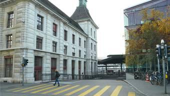 Blick auf einen Teil des Elsässer Bahnhofs (links). Rechts davon soll die unterirdische Querung vom Gundeli wieder ans Tageslicht kommen.