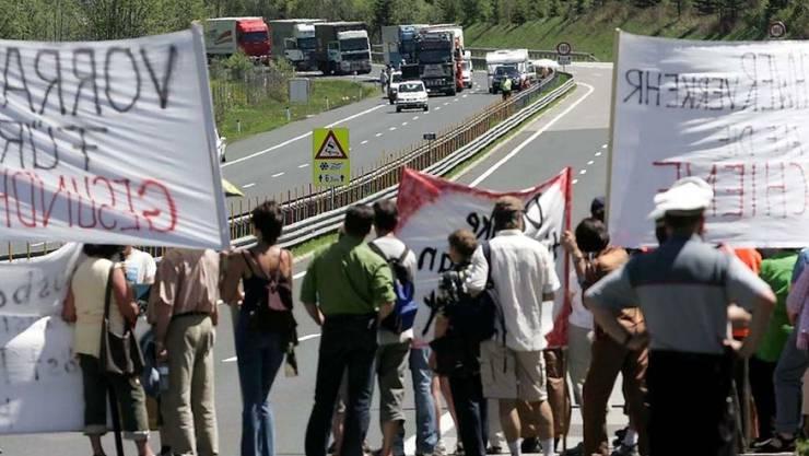 Bereits 2005 blockierten Demonstranten die Tauernautobahn,  um gegen den wachsenden Transitverkehr zu protestieren. (Archivbild)