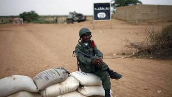 Soldat an einem Checkpoint in Mali (Archiv)