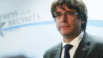 Wie erwartet fordert die spanische Justiz die Verhaftung und Auslieferung von Puigdemont. Der abgesetzte Regionalregierungschef war vor der Anhörung vor dem Staatsgericht in Madrid nach Brüssel gereist.