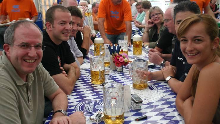 Gemütlichkeit: Bislang war das Oktoberfest in Schlieren in den Herbstmarkt integriert (Bild aus dem Jahr 2008). (Bild: bus)