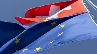 Die Unterzeichnung des institutionellen Abkommens mit der EU käme in den Augen der SVP einer Preisgabe der Schweiz gleich. (Themenbild)