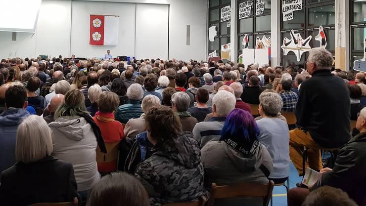 Ausserordentliche Gemeindeversammlung in Auenstein zur Steinbruch-Erweiterung.