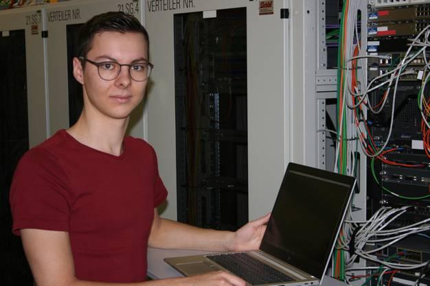 Linus Mayer befindet sich im 4. Lehrjahr als Informatiker (Systemtechnik) beim Kanton Aargau.