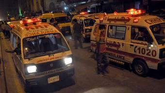 Rettungsfahrzeuge in Karachi