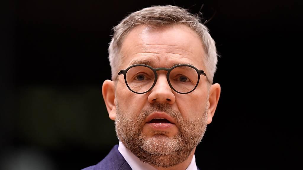 Der deutsche Europa-Staatsminister Michael Roth hofft auf eine Einigung mit der Schweiz beim institutionellen Rahmenabkommen. Dies sagte er vor dem Treffen mit seinen EU-Amtskollegen am Dienstag in Brüssel. (Archiv)