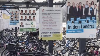 Der Wahlkampf ist vollem Gang: Plakate hüben wie drüben.