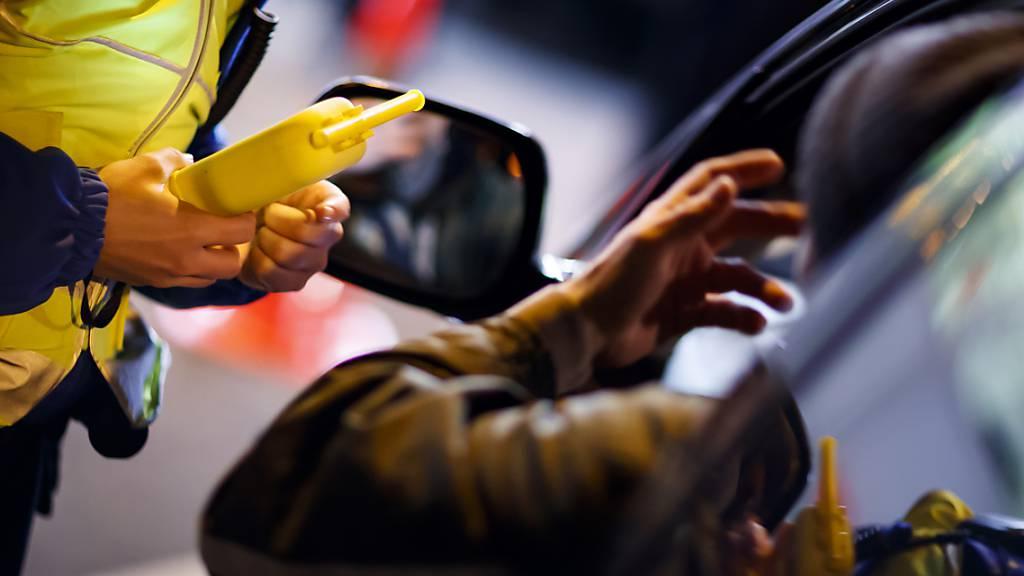 Betrunkener Autofahrer rast in Gelfingen in die Radarfalle