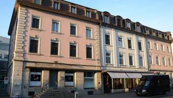 Die Liegenschaft an der Bahnhofstrasse 53 (links) wurde verkauft – sie liegt in der Ensembleschutzzone.