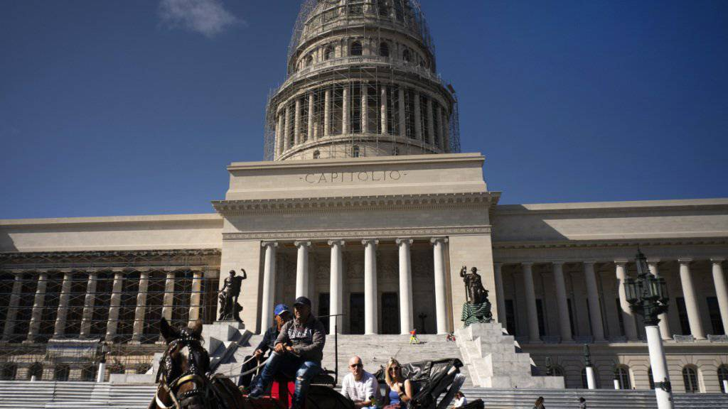 Das kubanische Parlament mit Sitz im Kapitol in Havanna wird nach der nächsten Wahl von 605 auf 474 Sitze verkleinert. (Archivbild)