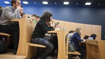 Studenten im Hörsaal. (Symbolbild)