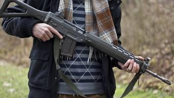 Ein Sturmgewehr 90 der Schweizer Armee (Symbolbild)