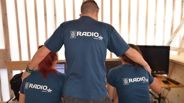 Auch unsere Moderatoren sind als Versus Radio Team unterwegs.