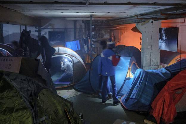 Die Schülerinnen und Schüler entdeckten, wie die Verhältnisse eines Flüchtlingslager aussehen.