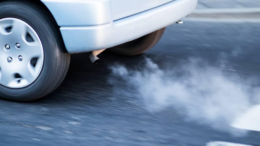 Kantonsparlament will Autoabgase steuerliche unattraktiv machen