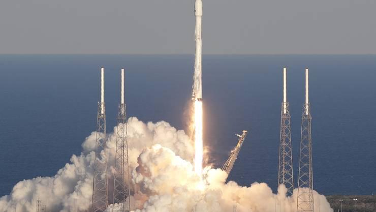 Der Start der Falcon-9-Rakete vom Raumfahrtbahnhof Cape Canaveral in Florida mit dem neuen Weltraumteleskop an Bord.