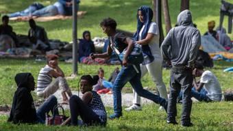 Ein Projekt soll Migrantenfamilien helfen, mit Konfliktsituationen richtig umzugehen. Szene am Bahnhof Como (Themenbild/Archiv)