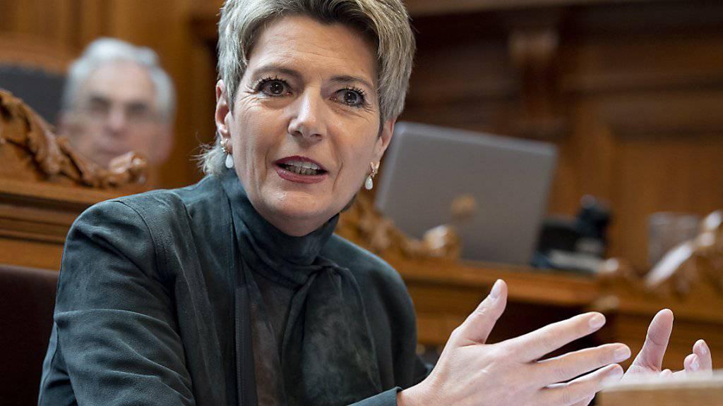 «Man müsste nur die Gesetze anwenden»: Justizministerin Karin Keller-Sutter (FDP) nimmt im Kampf gegen Hooligans die Städte und Kantone in die Pflicht. (Archivbild)
