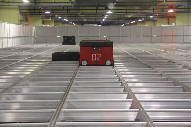 Diese kleinen Roboter verwalten 18'000 Boxen