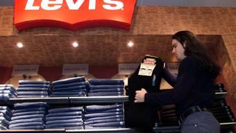 Die Jeans-Ikone Levi's will zurück an die US-Börse. Zuletzt konnten bis Mitte der 80er Jahre Aktien des Konzerns an der Wall Street gehandelt werden, ehe Levi's privatisiert wurde. (Archivbild)