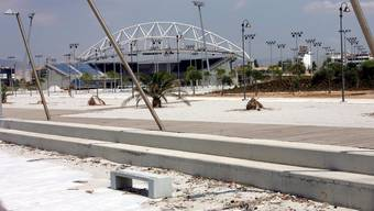 Ein Teil des Olympiakomplexes von Athen ein Jahr nach den Spielen.