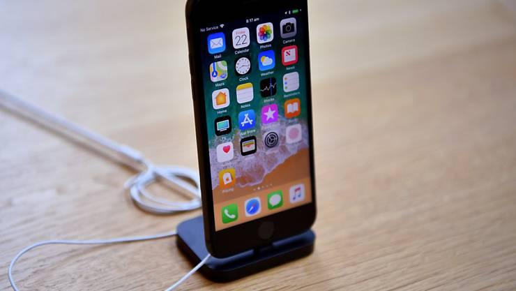 Im Streit mit Qualcomm hat Apple in Deutschland Rekurs gegen ein Gerichtsurteil eingelegt, das den Verkauf von mehreren iPhone-Typen verbietet. (Archiv)