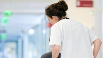 Pflegestellen in Fricktaler Altersheimen sind gesucht. Symbolbild/Archiv