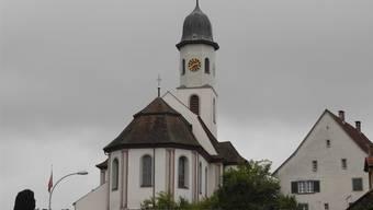 Auf 70 Seiten werden die katholischen Kirchen von Frick (im Bild) und Gipf-Oberfrick kindgerecht präsentiert und einander gegenübergestellt.