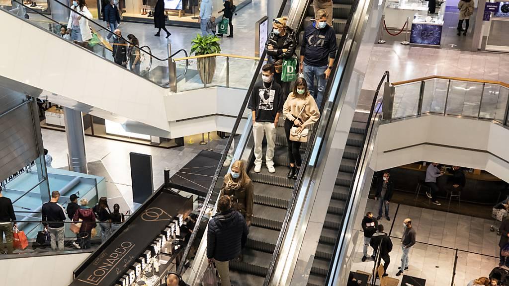 Die Konsumentinnen und Konsumenten wollen auch wieder grössere Anschaffungen tätigen. (Archivbild)