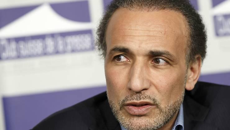 Tariq Ramadan sitzt seit Anfang Jahr wegen dem Verdacht auf Vergewaltigung in Paris in Untersuchungshaft. Nun hat auch die Genfer Staatsanwaltschaft ein Strafverfahren gegen ihn eröffnet. (Archivbild)