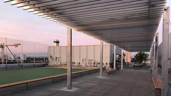 Der Pausenplatz des neuen Schulhauses Lysbüchel befindet sich auf dem Dach des Gebäudes.