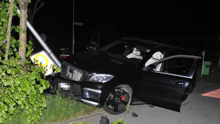 Ein alkoholisierter Lenker versuchte sich einer Polizeikontrolle zu entziehen. Sein Fluchtversuch endete mit einem Selbstunfall. Verletzt wurde niemand.