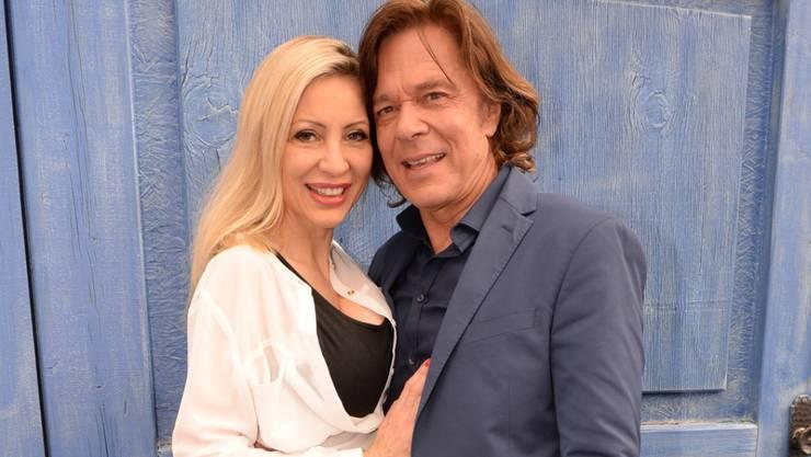 """Pop-""""König von Mallorca"""" Jürgen Drews und seine Frau Ramona präsentieren sich als rundum glückliches Silberhochzeitspaar: Auch nach 25 Jahren Ehe lieben sie sich wie am ersten Tag. (Archivbild)"""
