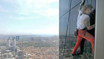 «Spiderman» klettert auf Wolkenkratzer in Istanbul