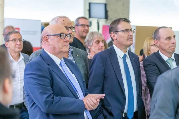 Es läuft nicht wie geplant: Ueli Giezendanner, Kantonalpräsident Thomas Burgherr und Parteisekretär Pascal Furer (von links) im Ratskeller.