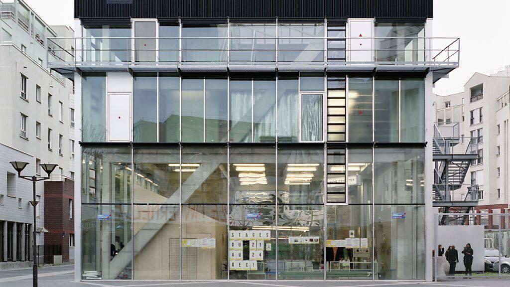 Das Kultur- und Sportzentrum im Pariser Quartier Saint-Blaise: Für den Glas-Bau, der durchzogen ist von zahlreichen Diagonalen, erhält das Architektenduo Bruther den mit 100'000 Franken dotierten Swiss Architectural Award.
