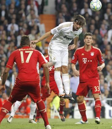 Sami Khedira köpft den Ball weg
