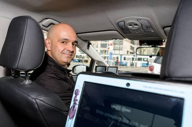 «Bevor Uber kam, war mein Lohn viel höher», erzählt Srdjan Velickov, der seit vier Jahren in Zürich unterwegs ist.