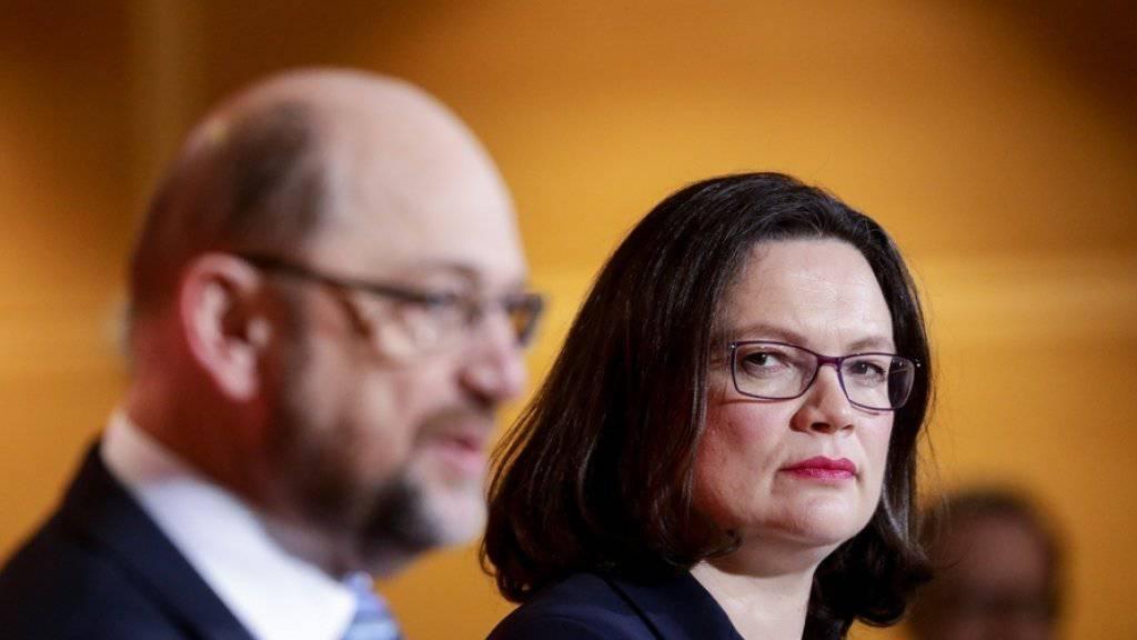 Sie soll nach Martin Schulz (l) die SPD führen: Andrea Nahles (r), gegenwärtig SPD-Fraktionsvorsitzende im Bundestag. Schulz wiederum möchte im Falle eines Zustandekommens der schwarz-roten Regierung das Aussenministerium übernehmen.