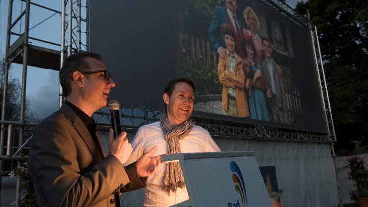 Moderator Philipp Portmann (links) interviewt Lukas Hobi, Produzent des Papa-Moll-Films, der in Bad Zurzach spielt. Alex Spichale