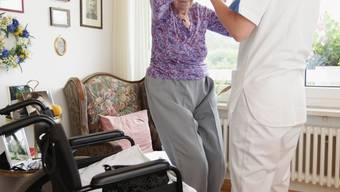 Hilfe im Pflegeheim: Die Tarife sind laut einer Auflistung des Gesundheitsdepartementes sehr unterschiedlich.