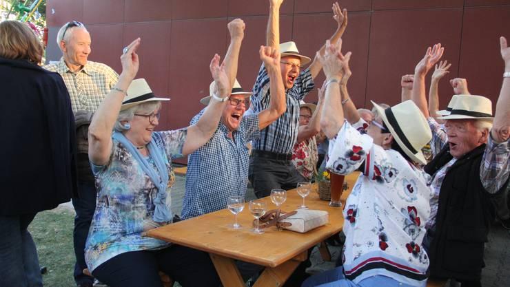 Zapfenstreich Windisch auf dem Festplatz Dohlenzelg mit grosserKlassenzusammenkunft. Die Jahrgänger 1946/47 der Sek schleppten insgesamt 572 Jahre mit gewannen den ersten Preis.