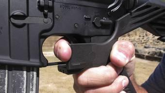 """Ein Aufsatz (""""Bump Stock"""") macht es möglich, dass eine halbautomatische Waffe ähnlich schnell Schüsse abfeuert, wie eine automatische. (Archivbild)"""