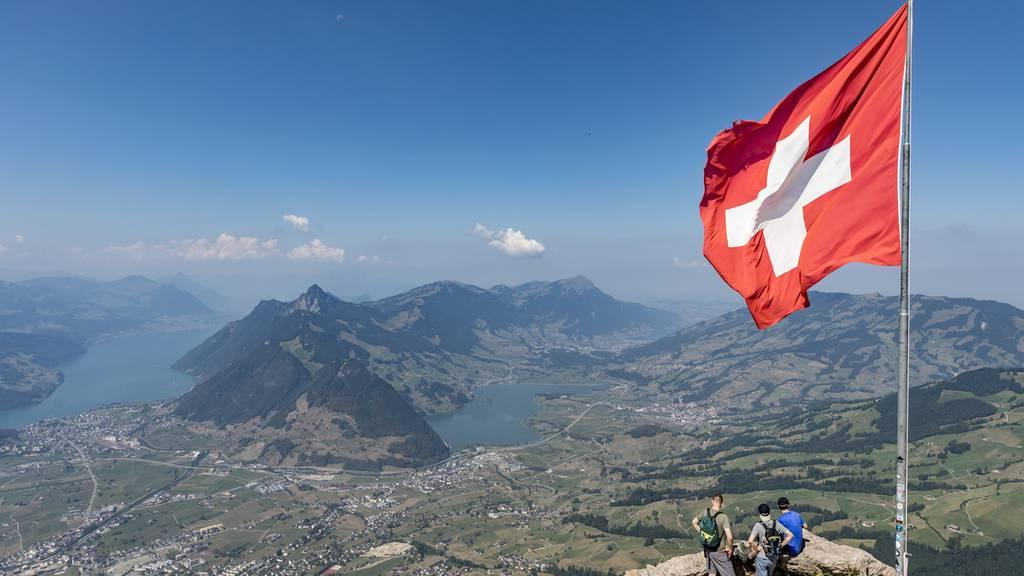 Schweizer Flagge Grosser Mythen Keystone