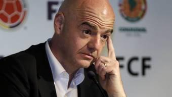 FIFA-Präsident Gianni Infantino muss sich wegen einer Unterschrift auf einem dubiosen Vertrag erklären