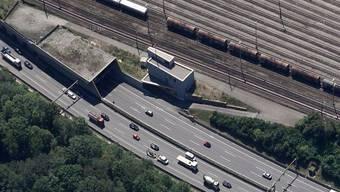 Einfahrt zum Tunnel Schweizerhalle in Richtung Basel.
