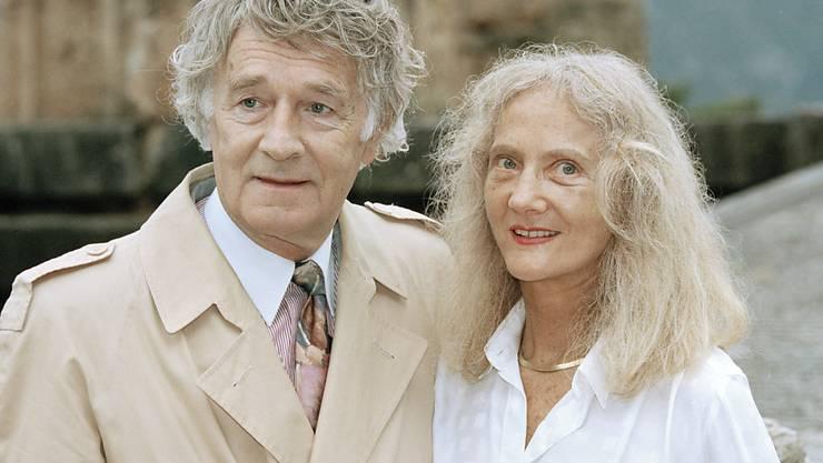 Der Umweltschützer Franz Weber mit seiner Frau Judith 1997 in Delphi. 20 Jahre später sind seine Haare etwas kürzer und er leidet an Demenz. Aber er bricht immer noch Frauenherzen - nun halt in der Altersresidenz . Seine Frau nimmt's locker.