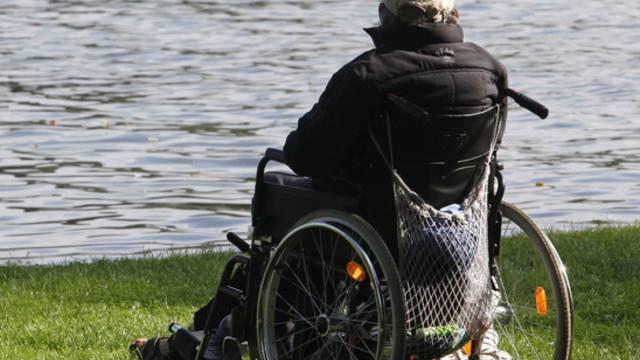 In Österreich fiel ein Rollstuhlfahrer ins Wasser (Symbolbild)